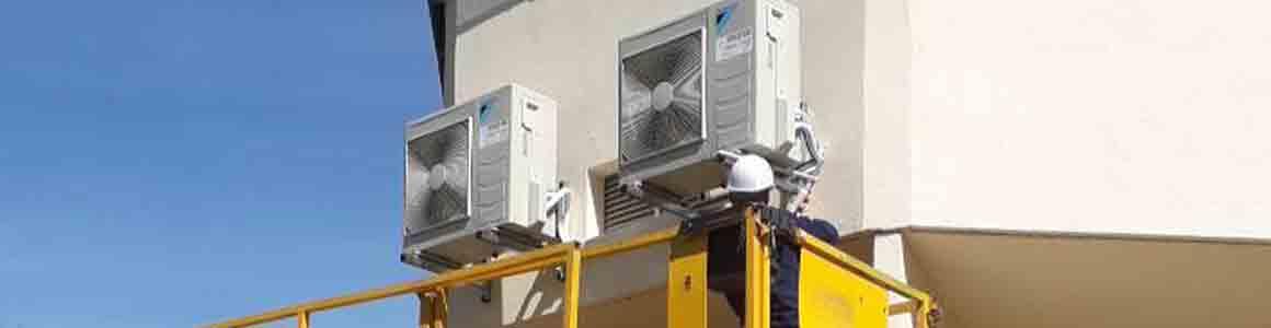 pose climatiseur daikin façade entreprise beziers